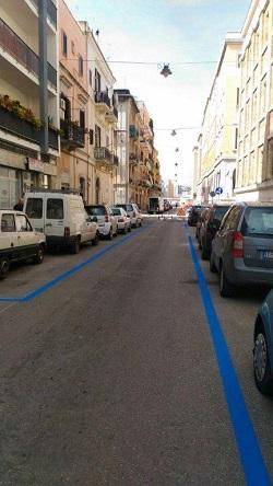 strisce blu via murat
