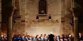 bari coro del faro durante una esibizione