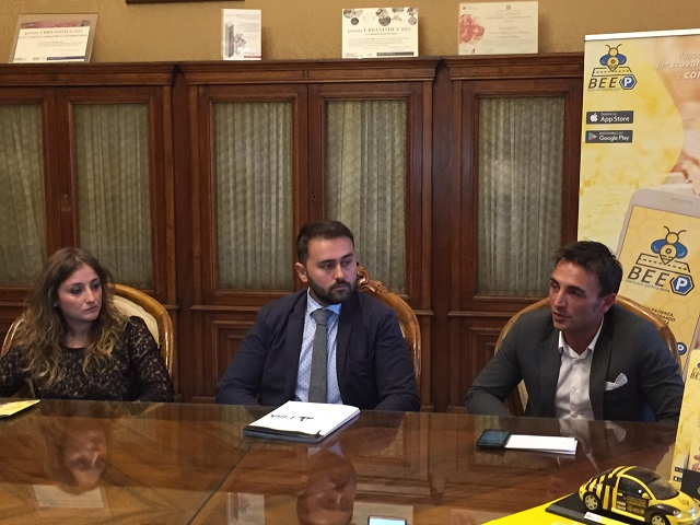 conferenza stampa bee-p
