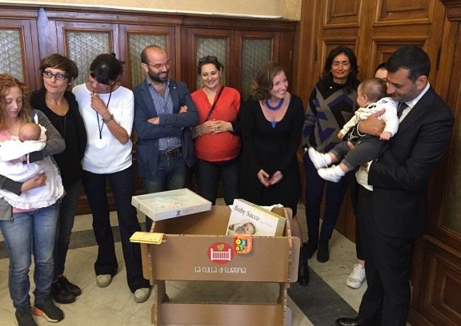 consegnate le prime culle di eugenia alle utenti della casa delle bambine e dei bambini