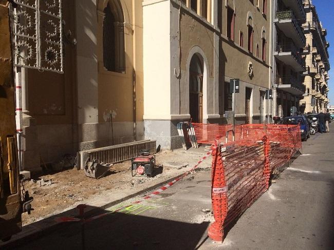 lavori di rifacimento marciapiede via abbrescia