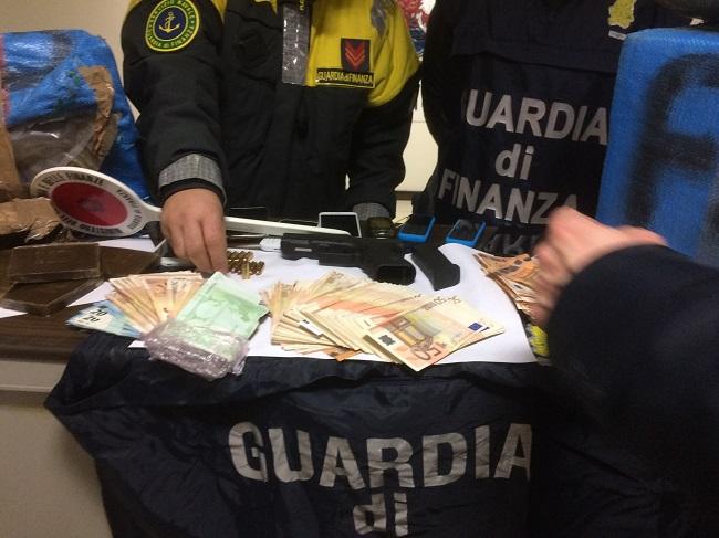 Bari, maxi sequestro di droga della GdF: tre arresti
