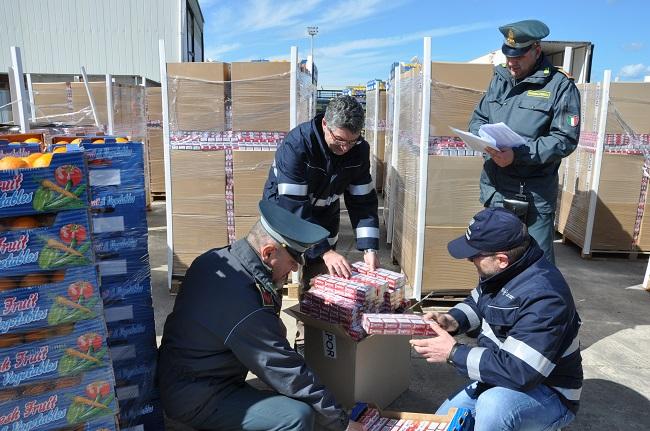 Brindisi, contrabbando: sequestrati oltre 6mila chilogrammi di sigarette