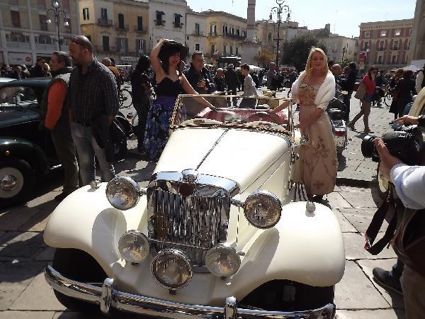 Lecce   U0026quot La Voce Incantata Della Bella Cloe U0026quot  In Auto E Moto