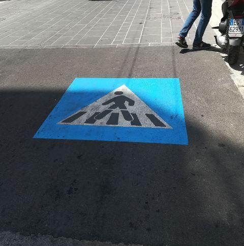 realizzati pittogrammi su strada per attraversamenti pedonali di via sparano