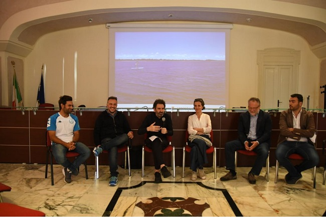 conferenza stampa acquatina in sup