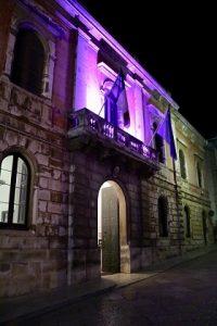 il palazzo comunale di castellana grotte si tinge di rosa