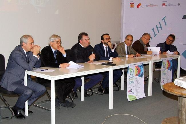 tavolo relatori convegno casa smart