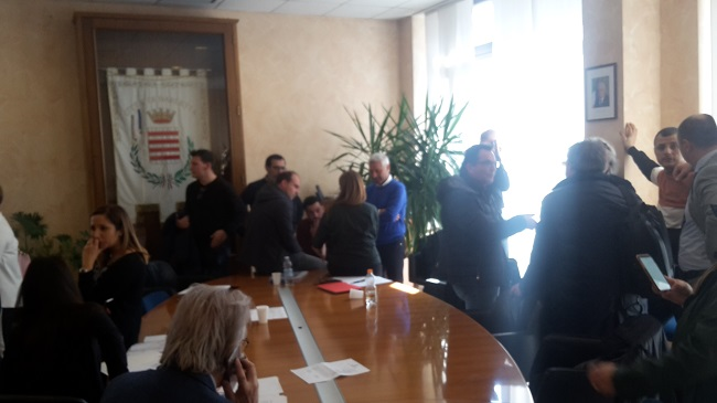 jova beach party, conferenza di servizi a palazzo di città