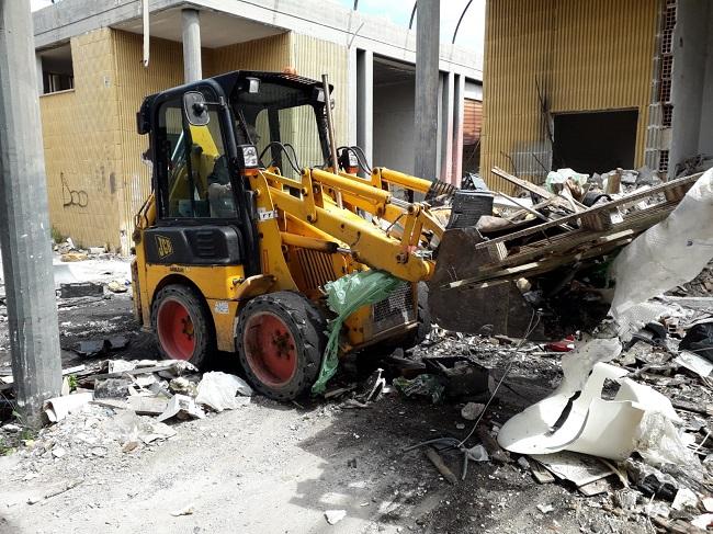 demolizione del vecchio mercato di san pio