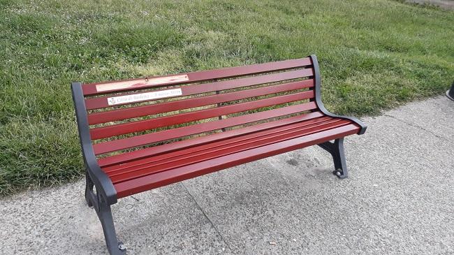 danneggiata la panchina rossa contro la violenza sulle donne