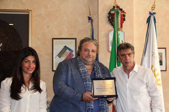 il sindaco incontra pierro ambasciatore di pace