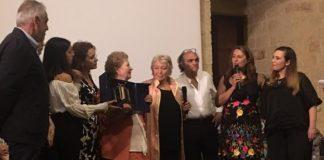 la premiazione della vincitrice da parte della signora iolanda