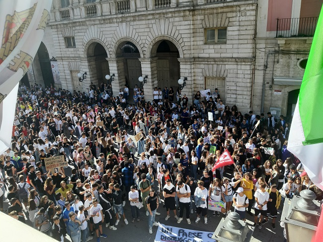 fridays for future, studenti in piazza anche a barletta