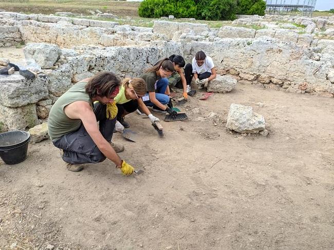 gli archeologi del polo liceale a egnazia