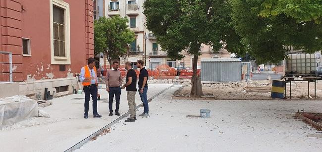 sopralluogo del sindaco decaro alla ripresa delle attività del cantiere per la riqualificazione di piazza Redentore