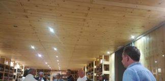 delegazione europea nella cantina di peppe zullo a orsara