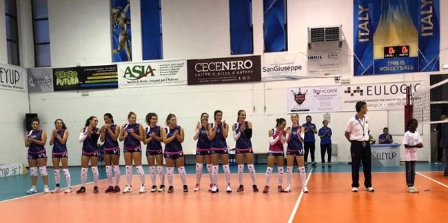 volleyup acquaviva (squadra a metà campo per esordio)