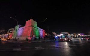 assessore galasso e direttore enel all'inaugurazione del nuovo impianto di illuminazione artistica sulla muraglia realizzato da enel x