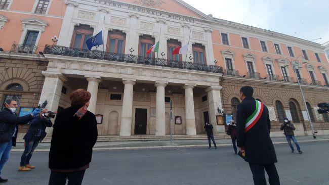 un minuto di silenzio in tutta Italia per le vittime del coronavirus