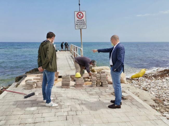 manutenzione spiagge in corso