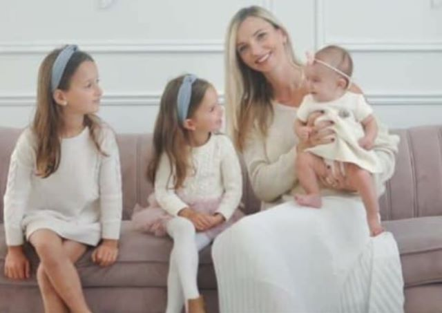 karolina con le sue tre figlie