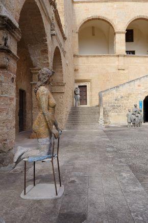 sedia e figura (2011)