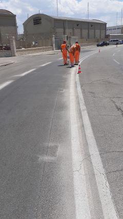 lavori per la realizzazione della pista ciclabile light sul lungomare di san cataldo