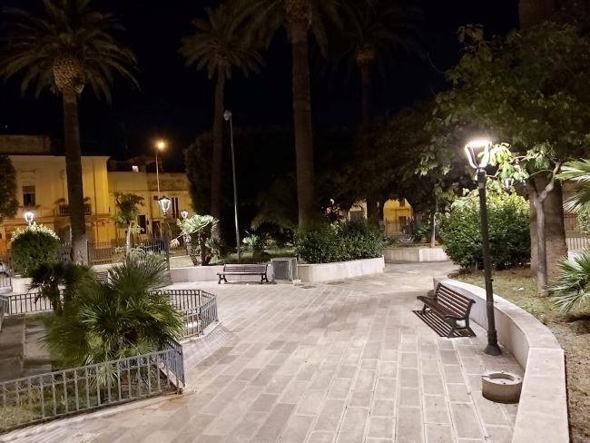 terminati i lavori per la nuova illuminazione di piazza vittorio emanuele a ceglie