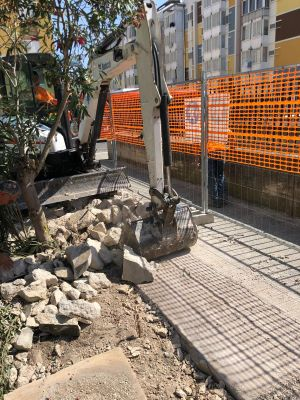 abbattuto muro giardino a japigia