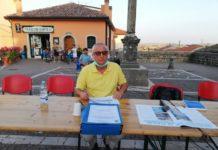 giovanni campese (sindaco di monteleone di puglia) con mascherina seduto al tavolino