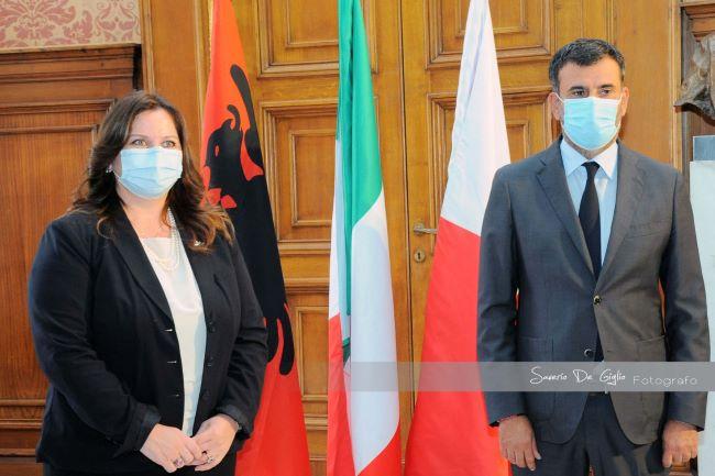 incontro del sindaco con il nuovo console generale d'albania (ph saverio de giglio)