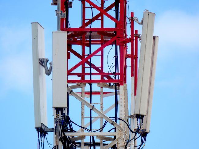antenne (con pali bianchi e rossi)