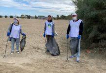 i volontari la via della felicità ripuliscono dai rifiuti la spiaggia di ponente a barletta