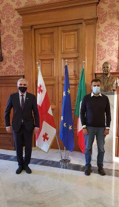 incontro del sindaco decaro con il console generale di georgia