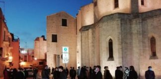 assembramenti in zona castello - cattedrale