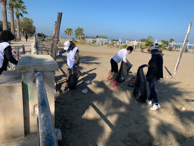 volontari anti rifiuti barletta