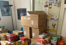 distribuzione delle scatole gentili natalizie