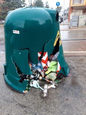 petardi cestini rifiuti