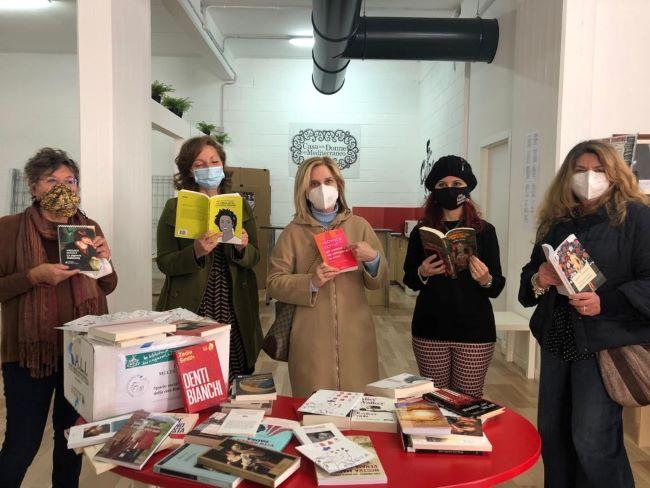 inaugurata la biblioteca multiculturale di genere della rete bari social book