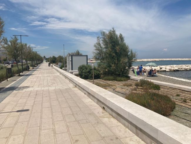 installati 12 bagni chimici sul litorale di fesca san girolamo