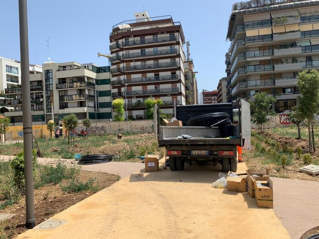 nel cantiere della ex caserma rossani in corso i lavori per l'installazione delle strutture ludiche e calisteniche e l'impianto di irrigazione