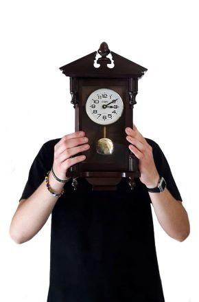 francesco schiavulli, oggetti feroci (ragazzo con l'orologio), 2021. courtesy l'artista