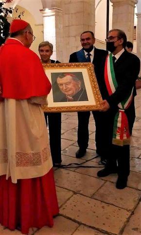 consegna del ritratto al cardinale pietro parolin (fodo di paola copertino)