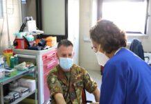 i militari dell'esercito contribuiscono alla donazione di sangue in puglia