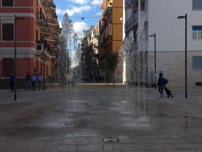in funzione la fontana artistica a pavimento in piazza disfida di barletta