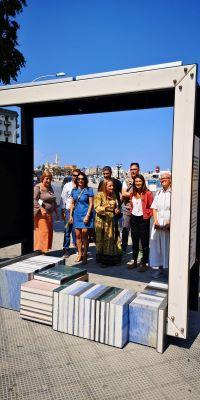inaugurata installazione hug city frame in piazza diaz